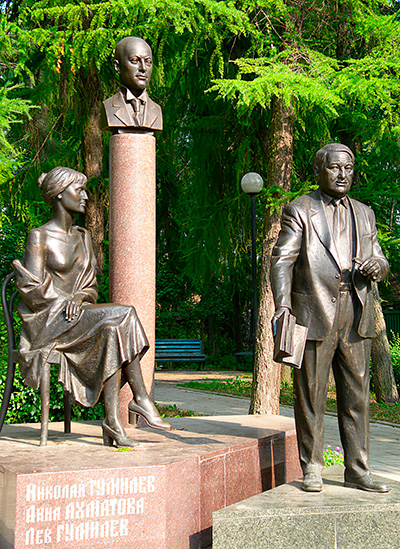 Cкульптурная композиция «Семья Гумилевых» в Бежецке